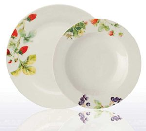 servizio piatti in porcellana composto da 6 piatti piani e 6 piatti fondi decoro frutti di bosco.