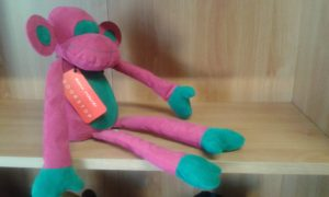 scimmietta fermaporte - dimensioni cm 36 x cm 20 - peso kg 1.5 ca colore fucsia/verde.